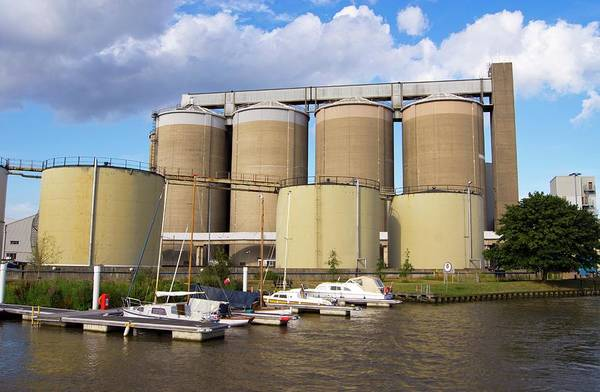 Norfolk Broads Wall Art - Photograph - Sugar Processing Factory by Mark Williamson/science Photo Library