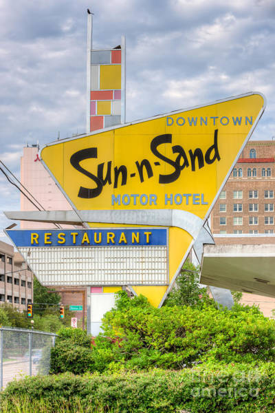 Photograph - Sun-n-sand Motor Hotel I by Clarence Holmes