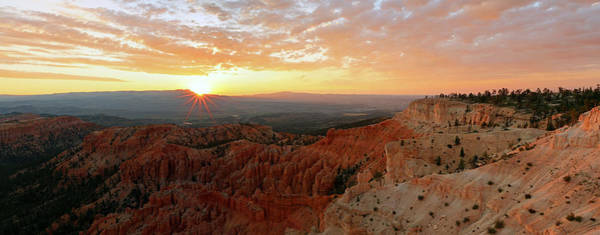 Photograph - Sunrise From Bryce Point. by Johnny Adolphson