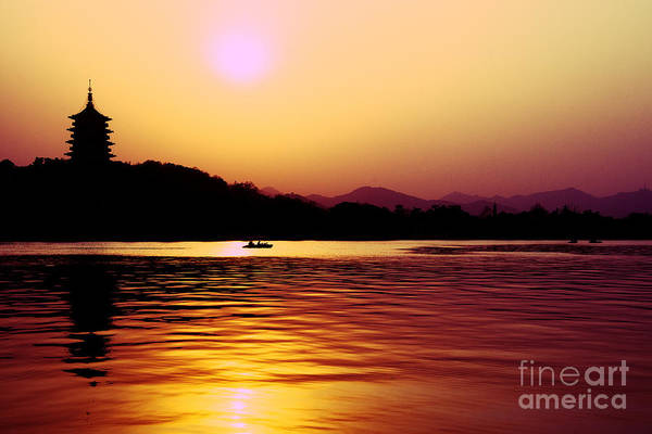 Photograph - Sunset At West Lake by Yew Kwang