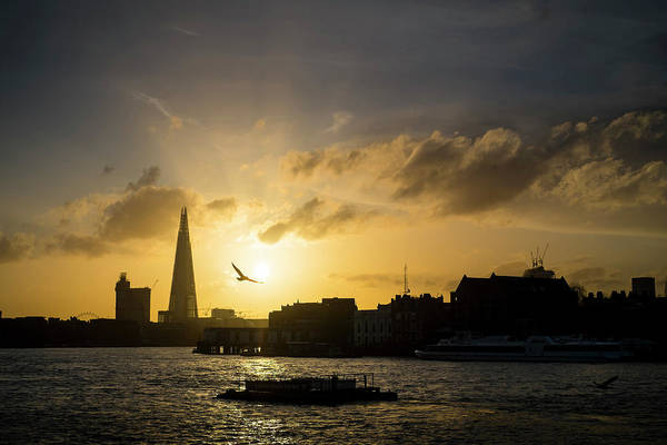 Wing Back Photograph - Sunset Over The Thames by Win-initiative