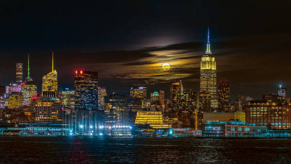 Super Photograph - Super Blue Moon 2018, New York City by Hua Zhu