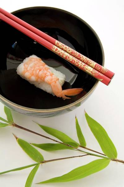 Bamboo Photograph - Sushi In A Bowl by Erika Craddock/science Photo Library