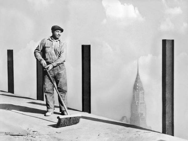 Sweeping Photograph - Sweeping The Empire State Bldg by Underwood Archives