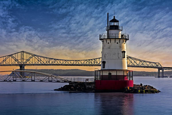 Photograph - Tarrytown Light by Susan Candelario