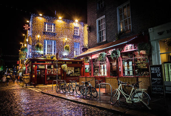 Temple Bar Wall Art - Photograph - Temple Bar by Deirdre Hayes