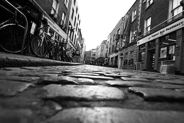 Temple Bar Wall Art - Photograph - Temple Bar by Lori Knisely