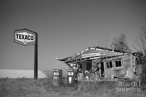 Lowry Photograph - Texaco Country Store In Black And White by T Lowry Wilson