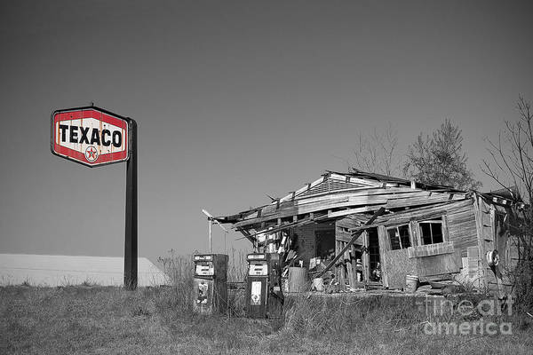 Lowry Photograph - Texaco Country Store With Sign by T Lowry Wilson