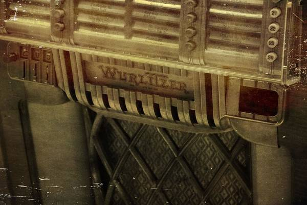 Wurlitzer Photograph - That Old Jukebox by Dan Sproul