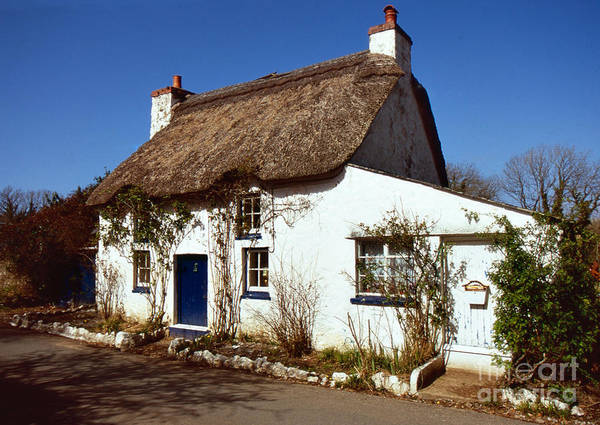 Photograph - Thatched Cottage by Paul Cowan