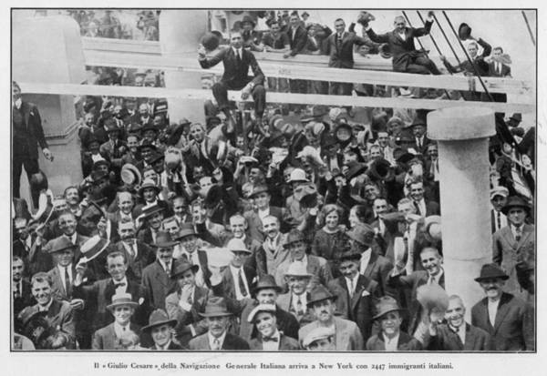 Italian Immigrants Wall Art - Photograph - The Arrival Of 2,447 Italian by Mary Evans Picture Library