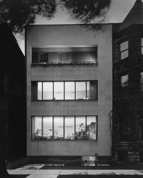 Facade Photograph - The Exterior Of A Modern Townhouse by Hedrich-Blessing