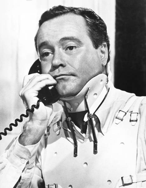 Neck Brace Photograph - The Fortune Cookie, Jack Lemmon, 1966 by Everett