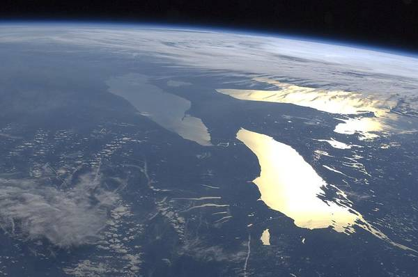 Wall Art - Photograph - The Great Lakes, Iss Image by Science Photo Library