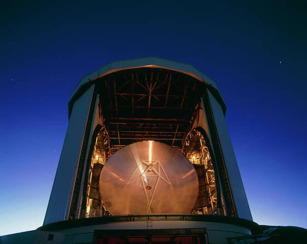 Tele Photograph - The James Clerk Maxwell Telescope (jcmt) by David Nunuk/science Photo Library