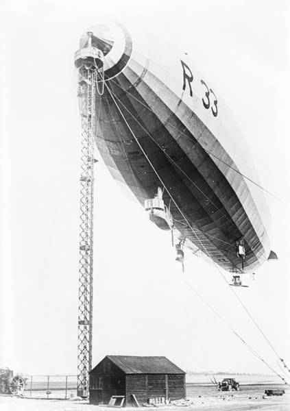 Wall Art - Photograph - The R33 British Rigid Airship by Library Of Congress/science Photo Library