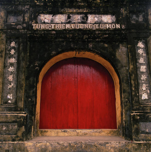 Photograph - The Red Door by Shaun Higson