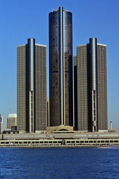Detroit Lake Wall Art - Photograph - The Renaissance Center, A Skyscraper by Panoramic Images