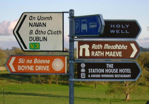 Wall Art - Photograph - The Sign On The Rocky Road To Dublin by Valerie Howell