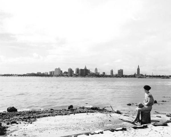 Wall Art - Photograph - The Skyline Of Miami by Underwood Archives
