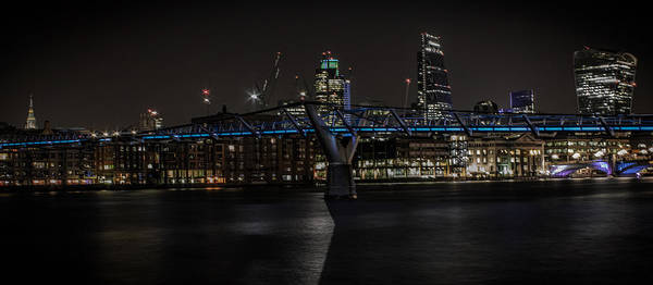 Skyline Trail Photograph - The Thames London by Martin Newman