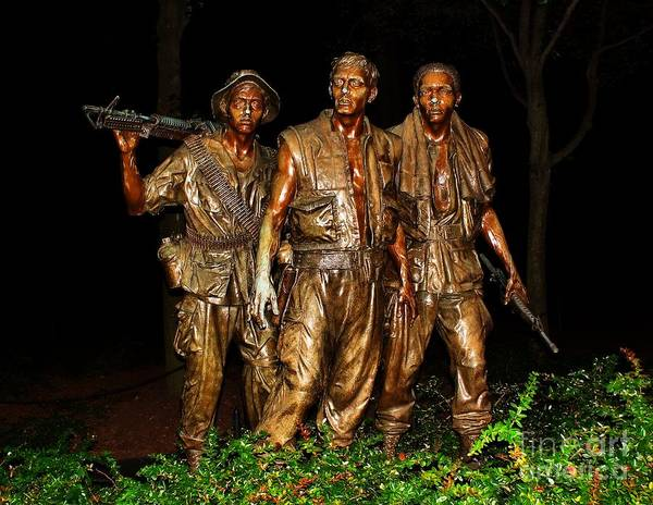 Photograph - The Three Servicemen Statue by Nick Zelinsky