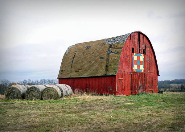 Photograph - The Trails Quilt Barn by Cricket Hackmann
