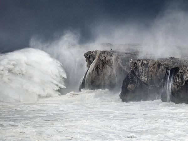 Tormenta Wall Art - Photograph - The Wave by Bruno Fernandez Fernandez