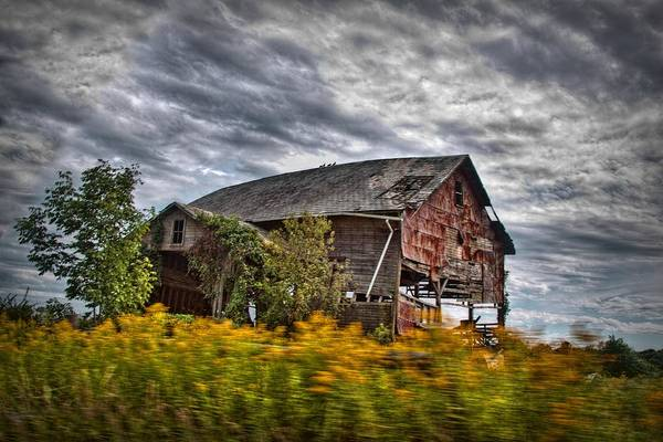 Amish Country Digital Art - The Weathered Barn by Linda Unger