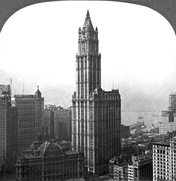 Point Of View Wall Art - Photograph - The Woolworth Building In Nyc by Underwood Archives