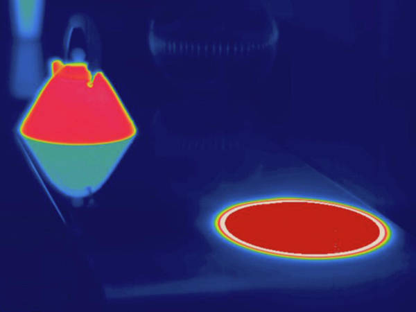 Thermal Photograph - Thermogram Boiling Kettle On Stove by Science Stock Photography/science Photo Library
