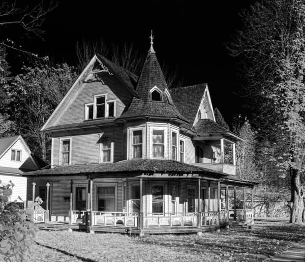 Photograph - This Old House Version 2 by Lee Santa