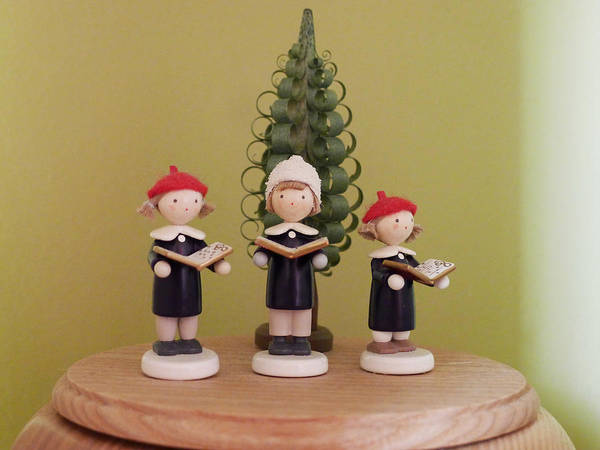 Photograph - Tiny Carolers by Richard Reeve