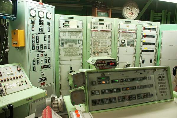 Cold War Photograph - Titan Missile Firing Room by Mark Williamson/science Photo Library