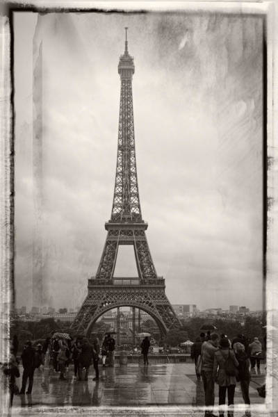 Photograph - Tourists At The Eiffel Tower by Lucinda Walter