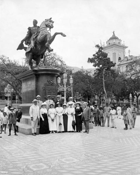 1915 Photograph - Tourists In Caracas by Underwood Archives