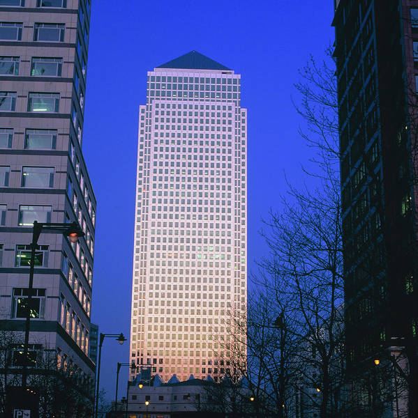 Canary Wharf Photograph - Tower At Canary Wharf by Martin Bond/science Photo Library