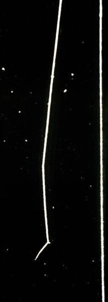 Alpha Particle Photograph - Track Of Alpha Particle In Cloud Chamber by C.t.r. Wilson/science Photo Library