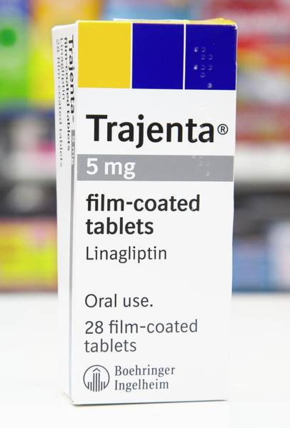 Pharmacology Wall Art - Photograph - Trajenta Diabetes Drug by Mark Thomas