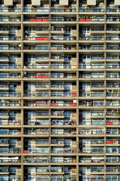 Tenement Photograph - Trellick Tower by Daniel Sambraus/science Photo Library