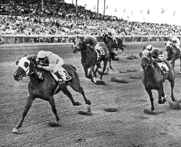 Wall Art - Photograph - Tropical Park Horse Race by Underwood Archives