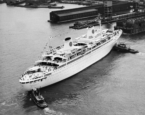 Tug Boat Photograph - Tugs Pushing Ocean Liner by Underwood Archives