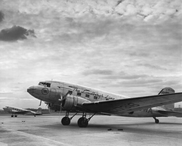 1937 Photograph - Twa Dc-3b Aircraft by Underwood Archives