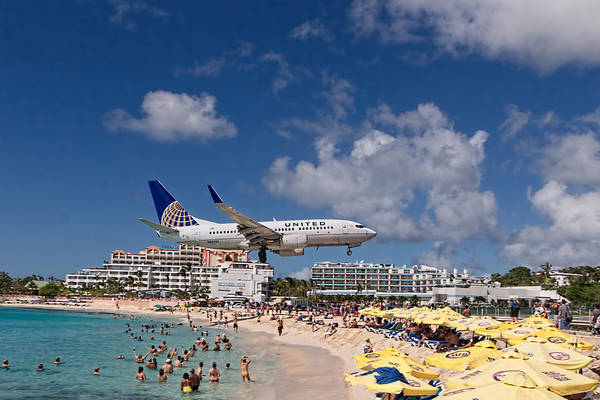 Gleeson Photograph - United Low Approach St Maarten by David Gleeson