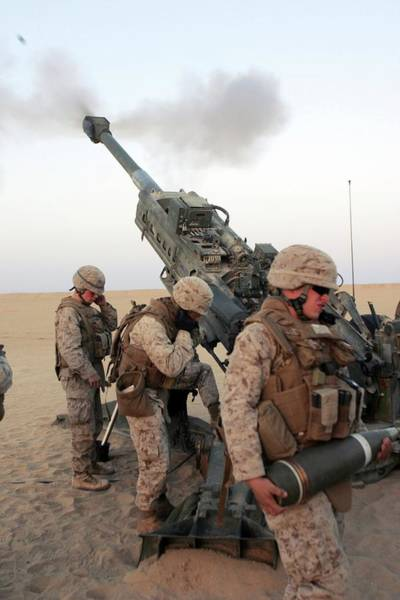 Lima Photograph - Us Marines by Us Air Force/science Photo Library
