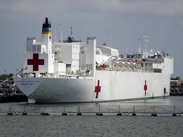 Norfolk Naval Station Wall Art - Photograph - U.s. Naval Hospital Ship Comfort by Richard Rosenshein