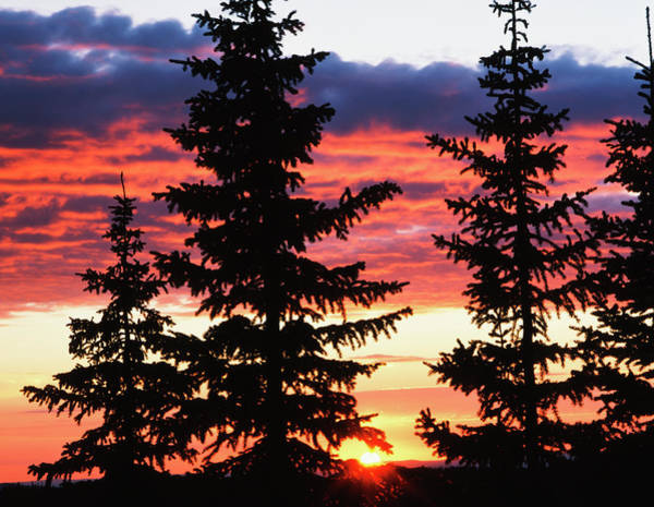 Continental Divide Photograph - Usa, Wyoming, View Of Sunrise by Scott T. Smith