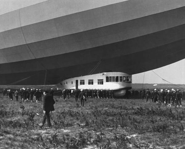 Lakehurst Photograph - Uss Los Angeles Airship by Underwood Archives