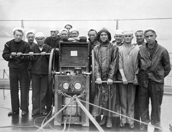Wall Art - Photograph - Uss Pennsylvania Dive Crew by Underwood Archives